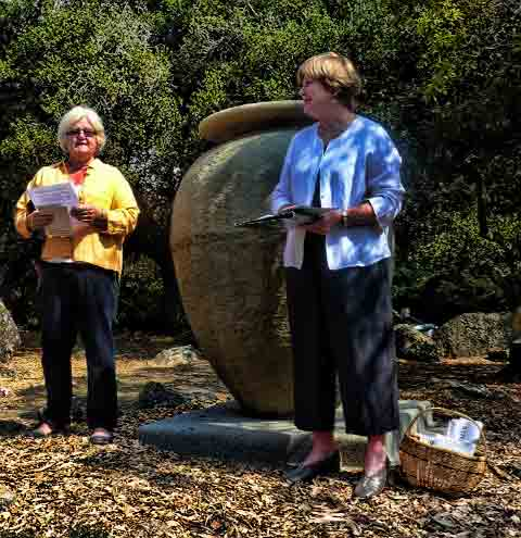 Elizabeth Sklut and Trish Hawthorne, co-coordinators of the urn restoration project, led the dedication ceremony.