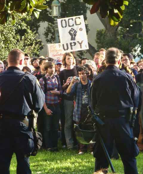 Later in the afternoon UC Police and mutual aid reinforcements in riot gear moved out in force from Sproul Hall and formed a picket line along the northwest front, with protestors closely massed in front.